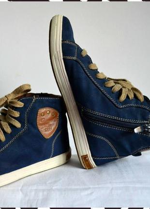 Стильные кроссовки размер 39