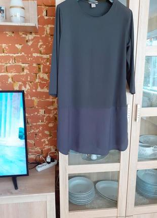 Элегантное платье туника благородного серого цвета с разрезами...