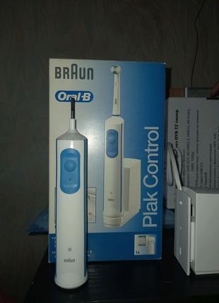 Зубная щётка Braun Oral-B Plak Control solo D7011