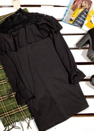 Платье с гипюром и воланами