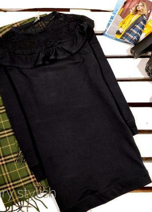Платье с гипюром и рюшами