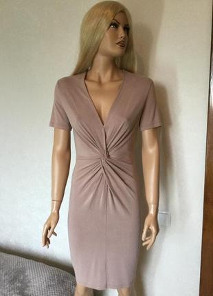 Платье из лёгкого трикотажа с декоративным узлом нюдового цвет...
