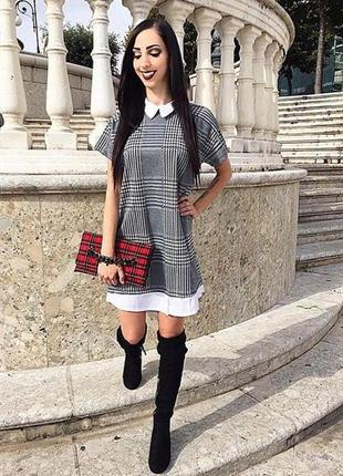 Крутое платье с белым воротником теплое