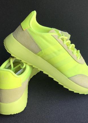 Яркие кроссовки adidas climacool