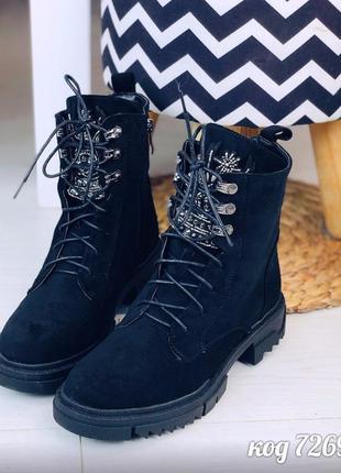 Стильные зимние ботинки с нашивкой из бисера