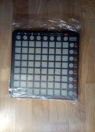 Миди-контроллер Novation LAUNCHPAD S
