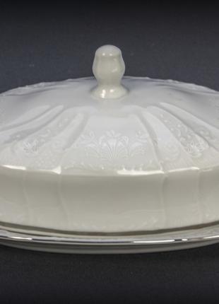 Масленка Thun Bernadotte фарфор ,Фарфоровая белая масленка с к...