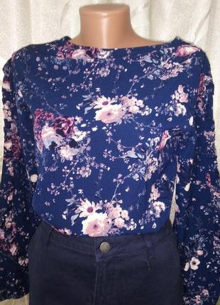 Блузка нарядная с рюшами на рукавах