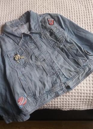Джинсовка джинсовая курточка куртка с нашивками патчами пиджак...