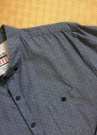 Фактурная серая рубашка в геометрический принт