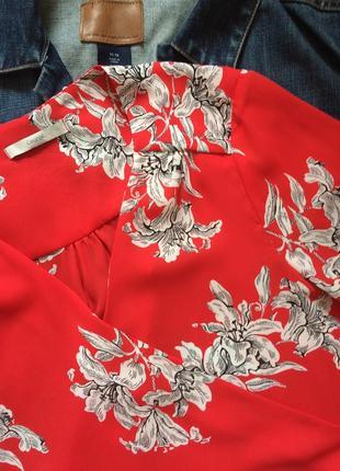 Красная блуза на запах/цветочный принт