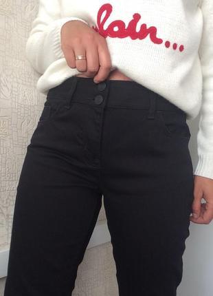 Черные джинсы slim fit