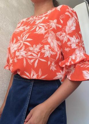 Яркий топ/блузка в цветочный принт