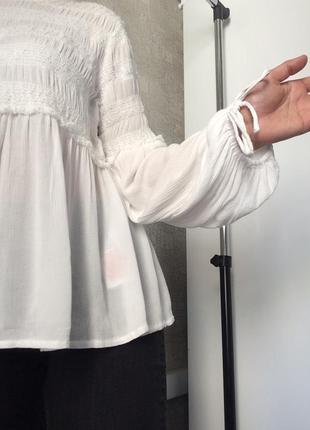 Белый фактурный вискозный топ/блузка/туника с объемными рукава...