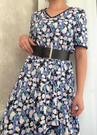 Летнее платье-миди в цветочный принт с v-вырезом