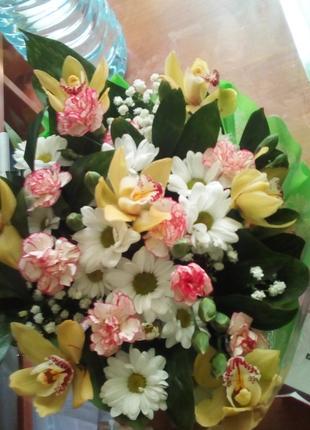 Доставлю вашим любимым дамам цветы.
