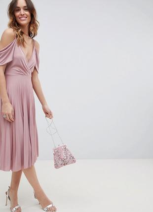Розовое вечернее платье с плиссировкой