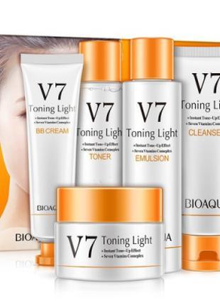 Набор с витаминным комплексом Bioaqua V7 Toning Light Vtamins ...