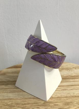 Симпатичный браслет нежно фиолетового цвета