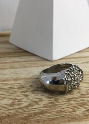 Серебристое  кольцо с камнями
