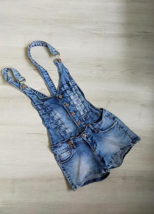 Джинсовые шорты, джинсовый комбинезон