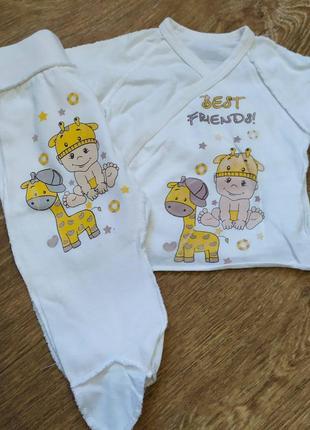 Комплект для новорожденного - распашонка и ползунки.