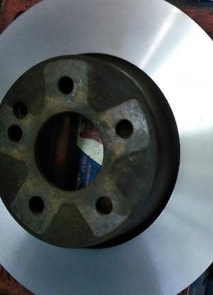 Проточка тормозных дисков на профессиональном оборудовании.