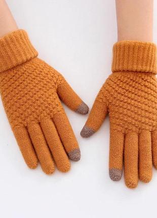 Перчатки женские  самого модного цвета этого года