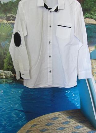 Белая рубашка с налокотниками для мальчика