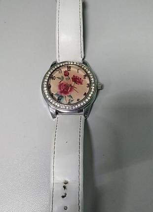 Наручные часы Б/У Наручные часы кварцевые
