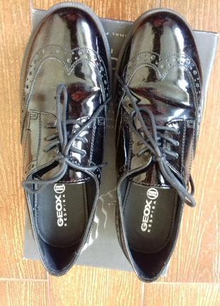 Продам туфли Geox.