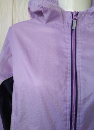 Классная сиреневая ветровка легкая куртка с капюшоном курточка