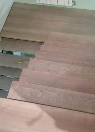 Укладка ступеней на лестницу