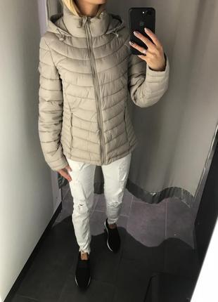 Бежевая куртка с капюшоном весенняя курточка. amisu. размеры у...