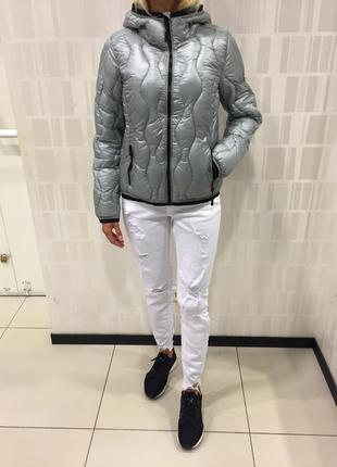 Серая стёганая куртка курточка на синтепоне. amisu. размеры ут...