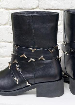 Эксклюзивные ботинки ручной работы доступно в цветах
