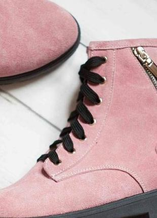 Ботинки нежного розового цвета