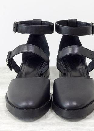 Стильные кожаные туфли с ремешками