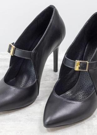 Туфли на каблуке шпильке из натуральной кожи