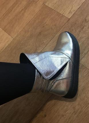Кожаные ботинки угги