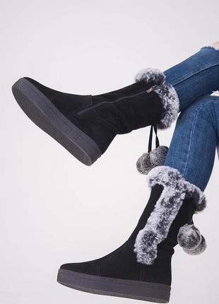 Зимние замшевые сапоги на платформе в черном цвете