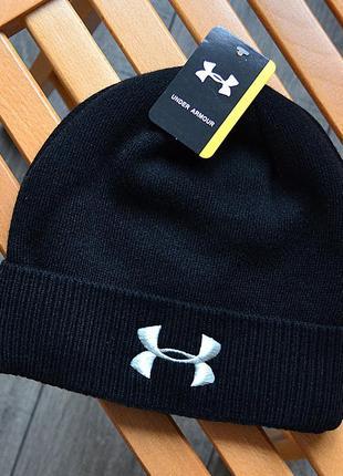 Женская зимняя шапка under armour чёрная акриловая