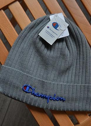 Женская зимняя шапка champion серая акриловая