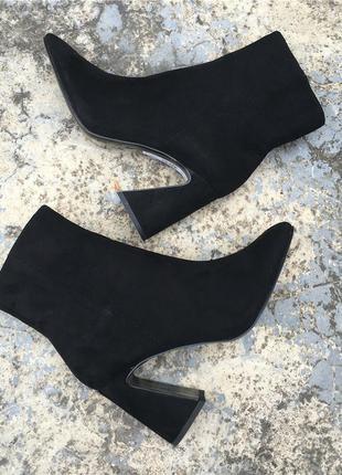 Женские ботинки на оригинальном каблуке