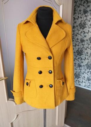 Класичне двухбортне пальто деми жовто- оранжевого кольору, бре...