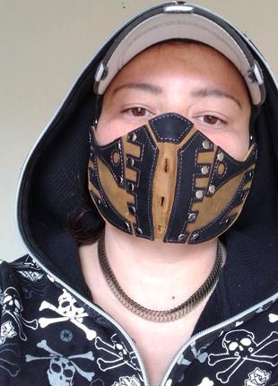 Кожаная маска.
