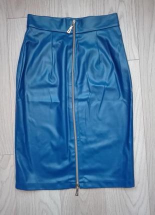 Стильная синяя кожаная юбка карандаш