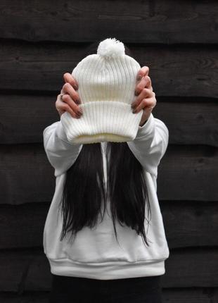 Шикарная женская зимняя шапка белого цвета с балабаном