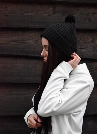 Шикарная женская зимняя шапка чёрная цвета с балабаном