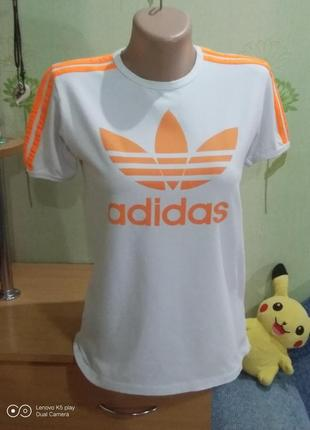 Спортивная футболка adidas-s-m-
